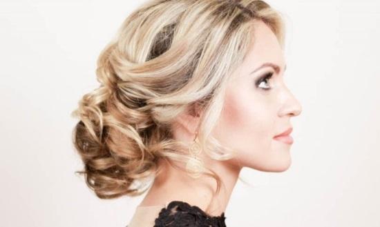 Самые красивые прически с локонами на средние волосы
