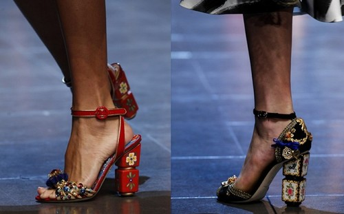 Босоножки на каблуке с цветами
