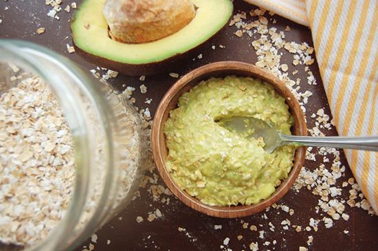 Мягкий питательный скраб из авокадо