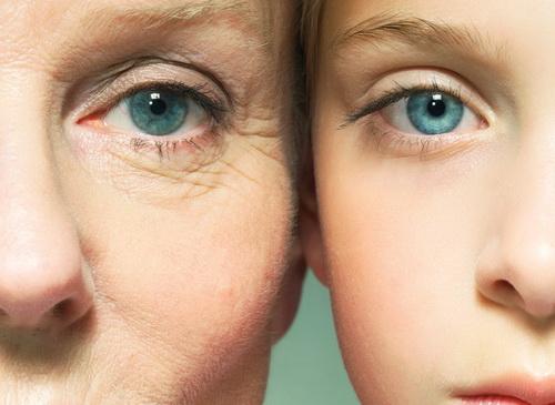 Как питать кожу вокруг глаз после 40